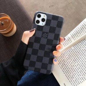 Пластиковый чехол шахматы черный для iPhone 11 Pro