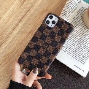 Пластиковый чехол шахматы коричневый для iPhone 11 Pro Max