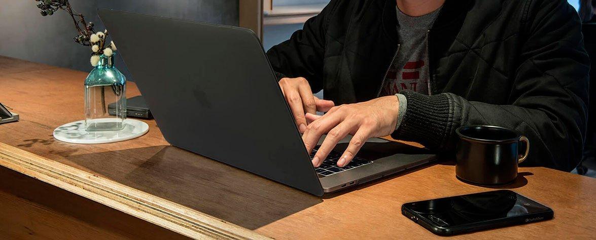 """Идеальная пара MacBook Pro 13"""" (2016) и SwitchEasy Nude"""